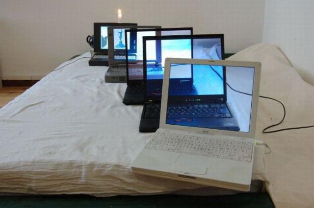 24_laptopuri cu ecrane transparente