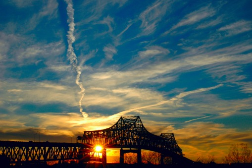 The Horace Wilkinson Bridge in Baton Rouge by Sewtex. Licența CC-By SA 3.0